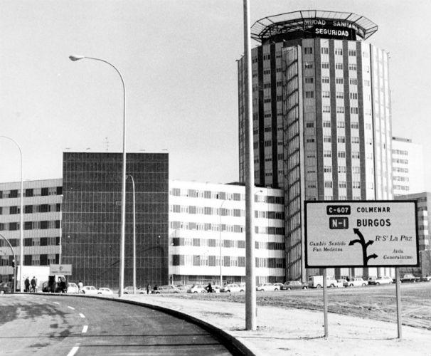 Vista exterior de la Residencia Sanitaria La Paz en 1975. Foto: ABC