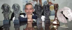 Pedro Solis con varios premios a Tadeo Jones, entre ellos, cuatro Goyas. Foto: Pedro Solís