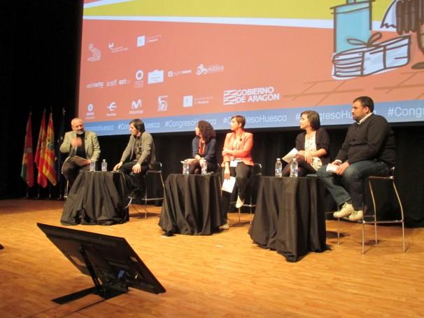 Los ponentes durante un momento de la charla