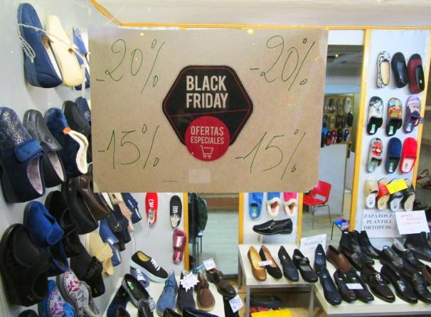 La zapatería Calza2 Nieto se ha adherido a las ofertas del Black Friday. Foto: L.M