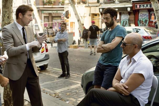 De izquierda a derecha, Antonio De la Torre, Rodrigo Sorogoyen y Roberto Álamo, en uno de los escenarios de la película