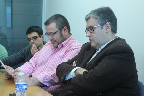 Juan Manuel de Prada escucha la presentación de Antonio Astorga