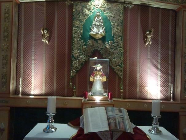 Altar que hay en la sede de la Hermandad del Rocío de Madrid / M.J.