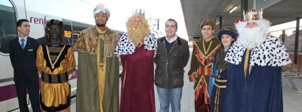 Los Reyes llegan a la Estación de Yebes