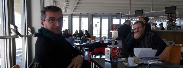 El reportero Bru Rovira en la cafetería del Congreso. Fotos: F. D-I.