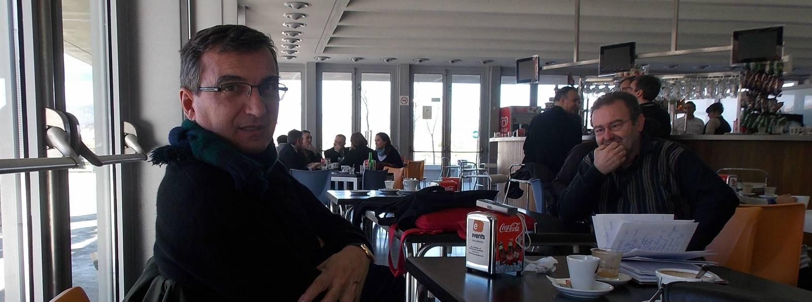 El reportero Bru Rovira en la cafetería del Congreso
