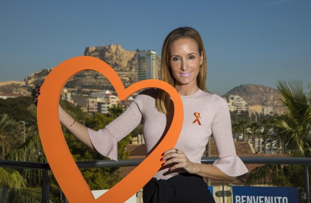 Alicante 22 de noviembre de 2017. Sandra Ibarra presenta Diario de Vida, 27 historias de supervivientes de cáncer Foto Juan Carlos Soler archdc
