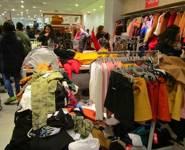 Tienda del centro comercial La Vaguada la tarde del Black Friday