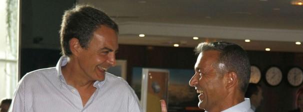 José Luis Rodríguez Zapatero se parte de risa con Paulino Rivero, presidente de Canarias