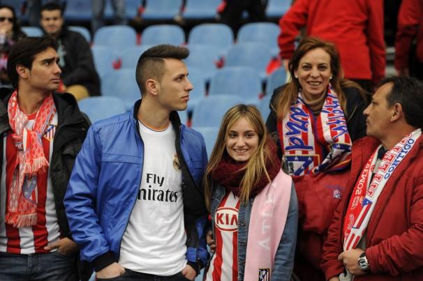 Aficionados del Atlético y del Real Madrid. Foto: AFP