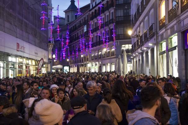 Aglomeraciones de gente en la Puerta del Sol por Navidad. Foto: Isabel B. Permuy