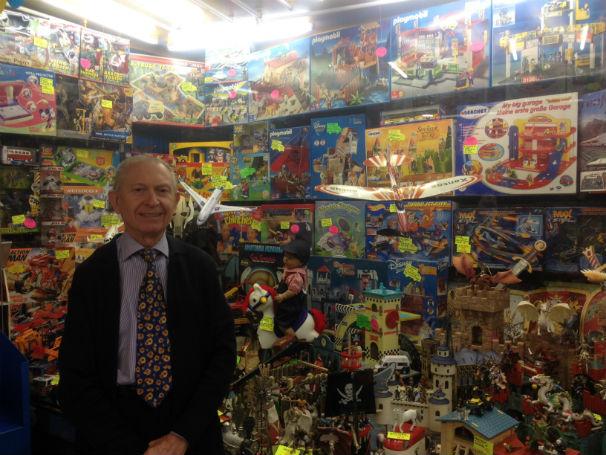 El dueño de la juguetería, Alfredo Horta