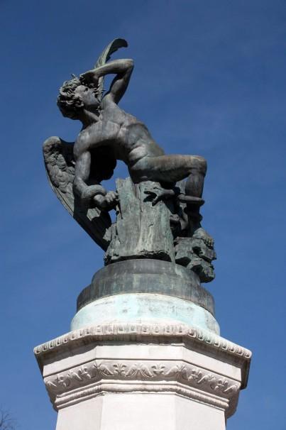 La contorsión del Ángel Caído al ser expulsado del cielo. Foto: Jose Alfonso
