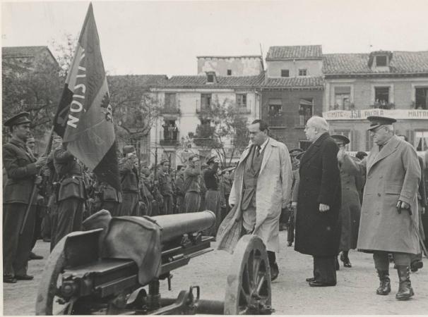 Manuel Azaña visita Alcalá de Henares en noviembre de 1937, junto a Negrín y Miaja