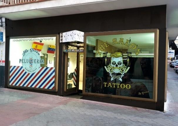 Fachada de The Salon, la primera barbería-salón de tatuajes de Ciudad Lineal