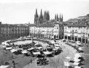 Burgos, 1883 (CA.). Plaza Mayor a mediados del siglo XIX, con la catedral al fondo.  (Fuente: Archivo ABC)