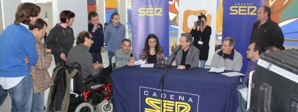 Los locutores de Bandidos de la Hoya con Iñaki Gabilondo. Foto: CADIS Huesca