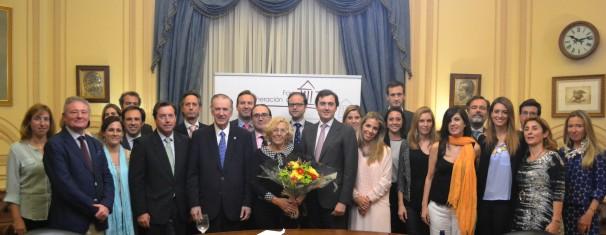 La alcaldesa de Madrid acompañó a la agrupación en el Casino de Madrid - Foto: Generación del 78