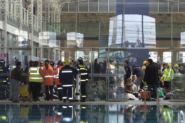 El Daoíz y Velarde repleto de equipos de emergencia tras la explosión de las bombas de Téllez Foto: Jaime García/ABCCERCANÍAS FOTO JAIME GARCÍA