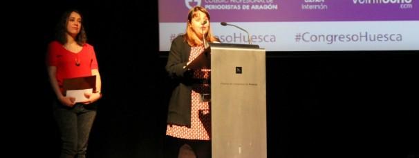 Mari Luz Peinado (dcha.) y Lucía González (izq.) durante su discurso de agradecimiento