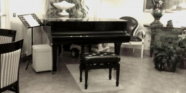 El silencioso piano del salón del empresario Marco Wang