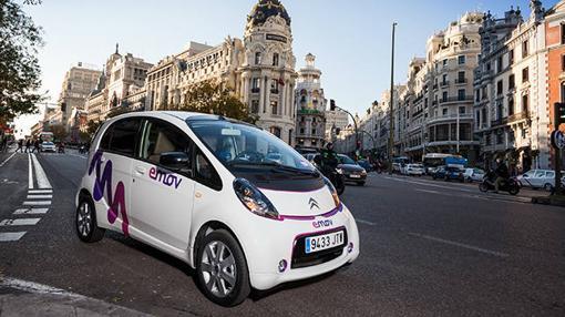 Coche eléctrico Emov paseando por las calles de Madrid Foto: abc.es