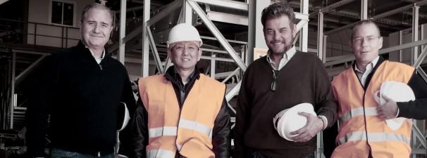 Marco Wang como empresario de una empresa energética con sus socios españoles