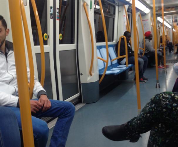 Los viajeros se preparan para el metro. Foto: G.G