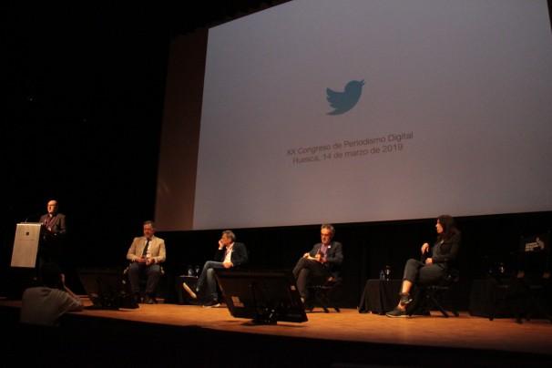 De izquierda a derecha, Pedro de Alzaga (Cuartopoder.es) y los ponentes Guillermo Culell (Clarín), Borja Echevarría (El País), Marta Peirano (Eldiario.es) y Jesús Maraña (infoLibre)
