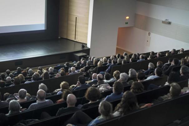 Público en el auditorio Paco de Lucía en Alcobendas. Foto: Cine Invisible