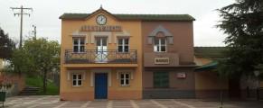El Ayuntamiento y el banco de la CEMU, en la plaza principal de la miniciudad