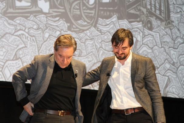 Ignacio Escolar invita a Iñaki Gabilondo a comenzar la charla. Foto: Falúa Comunicación