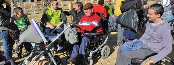 Personas con discapacidad disfrutan de una actividad al aire libre. FOTO ABC