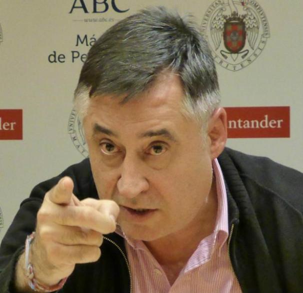 El periodista y fotógrafo, Gervasio Sánchez, durante su encuentro con los alumnos del Máster ABC-UCM. Foto: L.P.