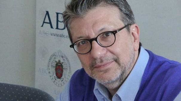 Ignacio Camacho, con los alumnos del Máster ABC-UCM. Foto: L. P.