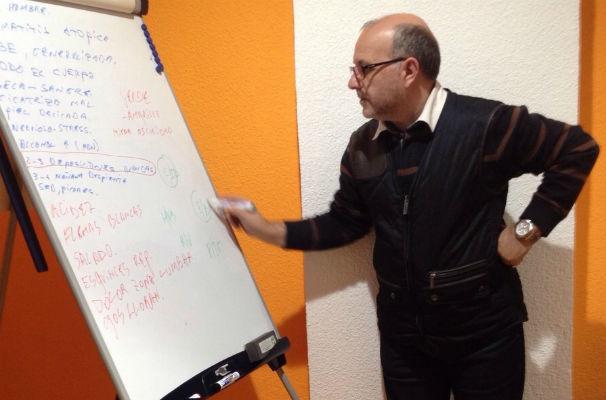 Juan Manuel Medina durante una de sus clases. Foto: G.G