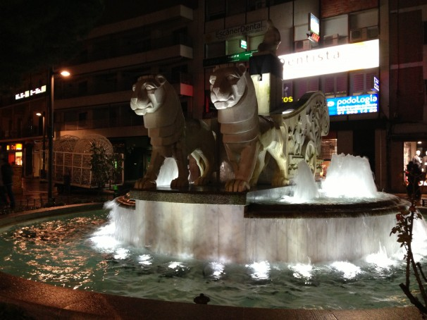 Los leones tiran del carro en la Plaza de la Cibelina