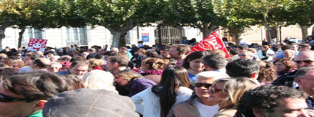 Los alcalaínos escuchan a Marta y los líderes de los sindicatos