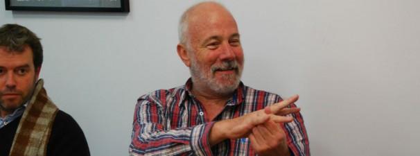 Ramón Lobo muestra sus garras a los monsterópodos de ABC. Foto: Isabel Miranda