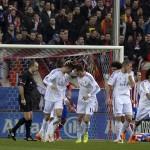 La plantilla blanca celebra el gol