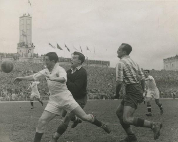 Una imagen del Real Madrid - Atlético de Madrid de 1948. Foto: ABC