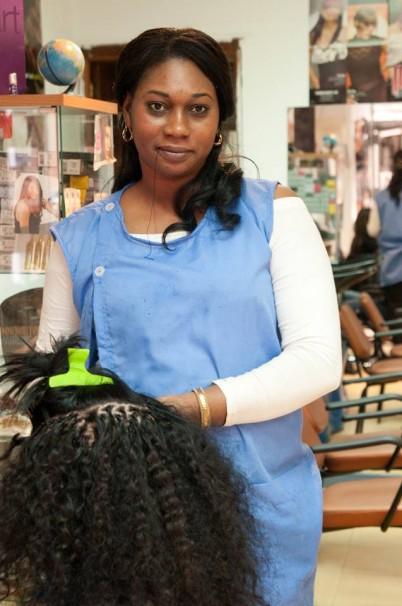 Marieme posa en su peluquería- Facebook
