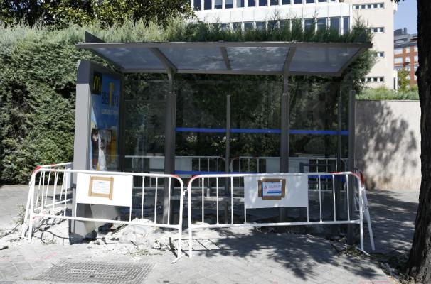 El plazo para finalizar las obras de las marquesinas debía finalizar en octubre. Foto: J.R.Ladra