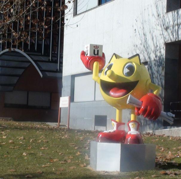 La estatua de Pac-Man en la URJC