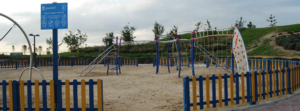 El parque infantil con columpios de Valdebebas