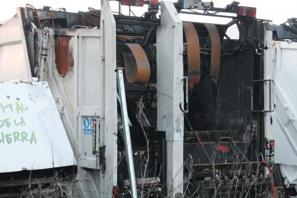 El camión quemado está en el taller