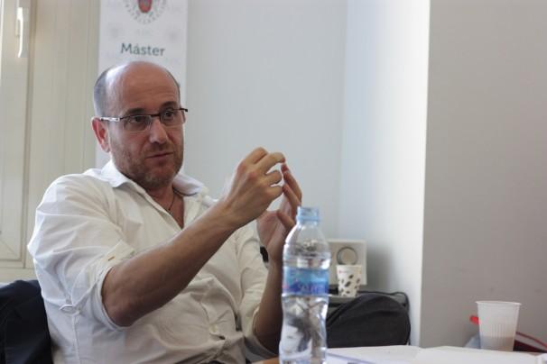 Plàcid García-Planas, durante la charla en el Máster ABC-UCM. Foto: R. R. W.