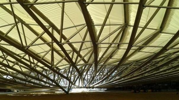La cubierta desplomada sobre el coso. Foto: ABC