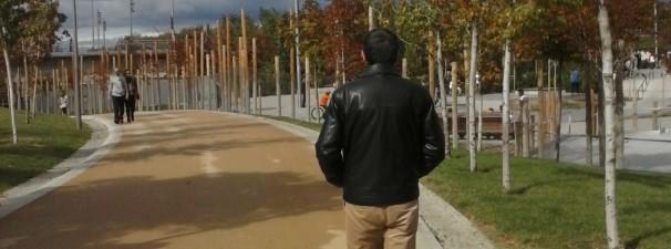 Jose vuelve a casa por el parque de Madrid Río.