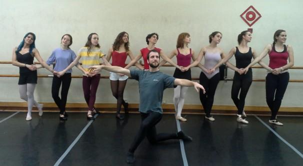 Los bailarines en una clase de hace dos años.